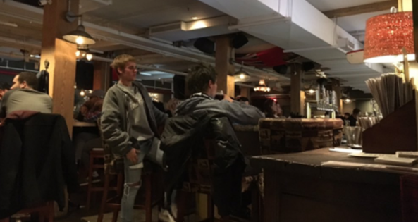 Justin Bieber at the Fifth Pubhouse in Toronto via @dalemcdermott / Twitter