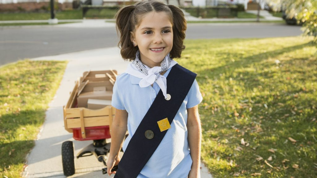 9-Year-Old Sells Girl Guide Cookies Outside Cannabis Store