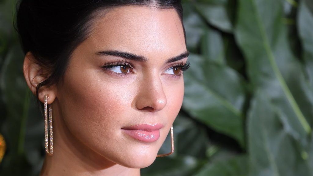 LONDON, ENGLAND - DECEMBER 10: Kendall Jenner arrives at The Fashion Awards 2018 In Partnership With Swarovski at Royal Albert Hall on December 10, 2018 in London, England.